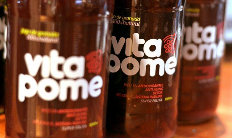 Vitapome   Primer jugo de granada hecho en Chile de arilos prensados en frío y 100% natural.