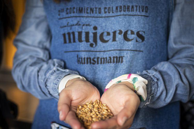 #Saber de Mujeres Valdivianas que elaboraron su propia Cerveza Artesanal.